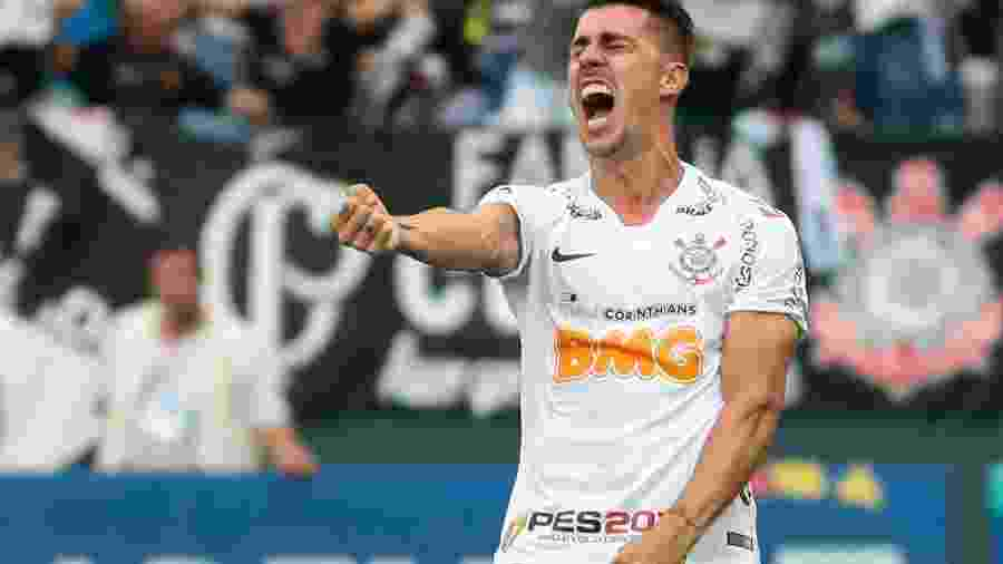 Danilo Avelar assinou no meio deste ano contrato com o Timão até julho de 2022 - false
