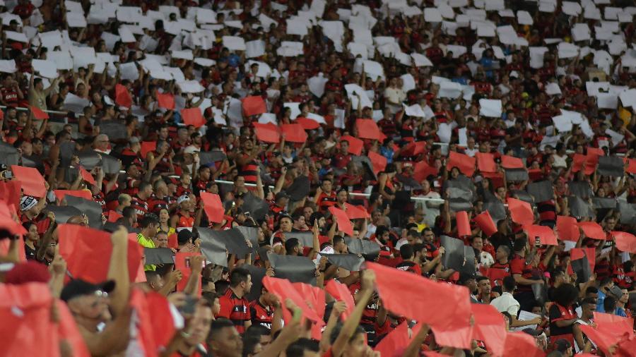 """Torcida do Flamengo comumente canta nas arquibancadas a expressão """"festa na favela"""" -"""