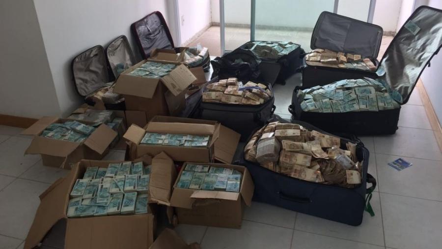 Dinheiro encontrado em apartamento em Salvador -