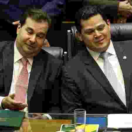 O presidente da Câmara dos Deputados, Rodrigo Maia, e o presidente do Senado, Davi Alcolumbre - false