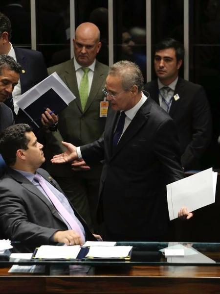 1.fev.2019 - Davi Alcolumbre (à esq.) e Renan Calheiros (à dir.) - false