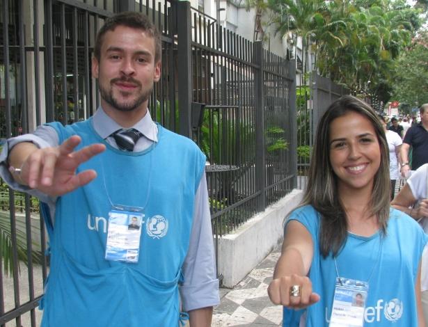 Kauê Freitas, 28 anos, e Thaina de Morais, 23, trabalham como captadores de doadores da Unicef em SP