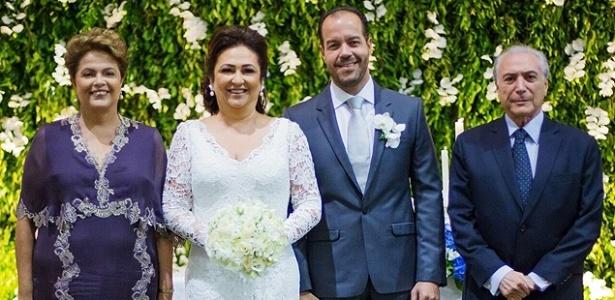 1º.fev.2015 - A senadora Kátia Abreu e seu marido, Moisés (centro), posam ao lado de Dilma e Michel Temer