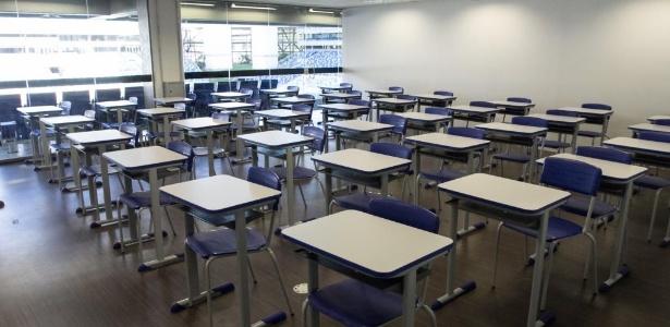 Abr.2017 - Governo do Mato Grosso converteu parte dos camarotes da Arena Pantanal em salas de aula