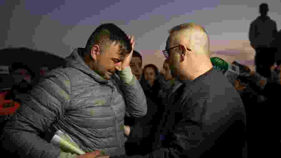 O pai de Julen, Jose Rosello, chora enquanto equipes de buscas trabalhavam para encontrar o garoto - Jorge Guerrero/AFP