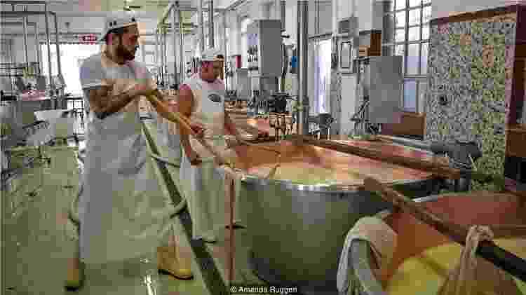 O queijo só pode ser produzido em uma área geográfica específica de 10 mil km² da Itália - Amanda Ruggeri - Amanda Ruggeri
