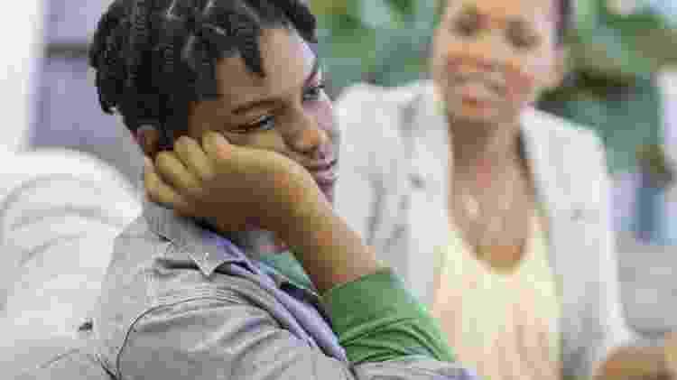 Adolescente entediado com os pais - BBC - BBC