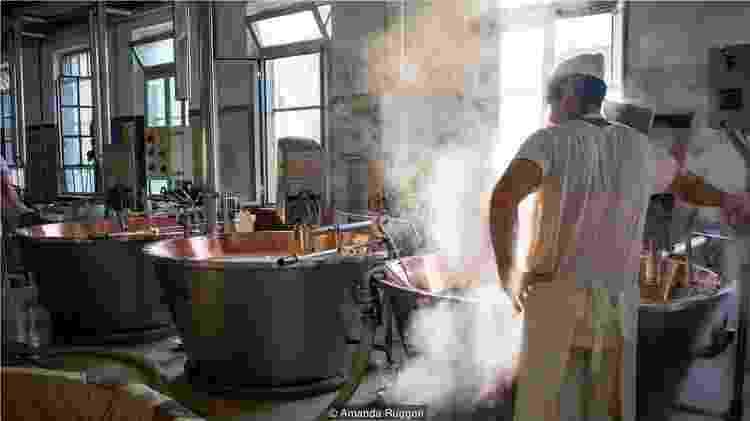 Devido à natureza precisa do processo de fabricação, o autêntico Parmigiano Reggiano tem um alto preço - Amanda Ruggeri - Amanda Ruggeri