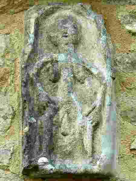 A Sheela-na-gig de Oaksey costuma causar espanto nos seus observadores, de acordo com Harding - Brian Roberto Marshall - Brian Roberto Marshall