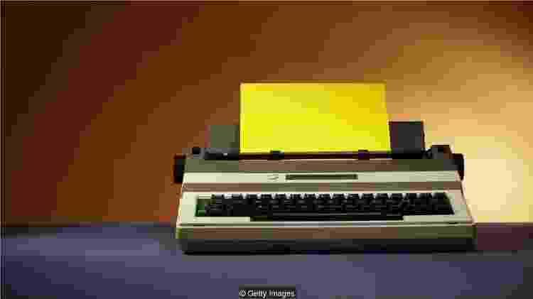 Funcionários de escritório recuperaram máquinas de escrever - Getty Images - Getty Images