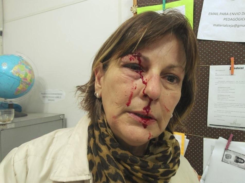 Professora desabafa nas redes sociais após agressão de aluno   Estou  dilacerada  - Notícias - BOL b7b606733f