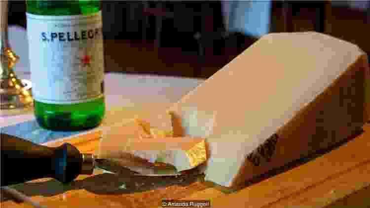 São necessários 14 litros de leite para fazer 1kg de queijo Parmigiano Reggiano - Amanda Ruggeri - Amanda Ruggeri