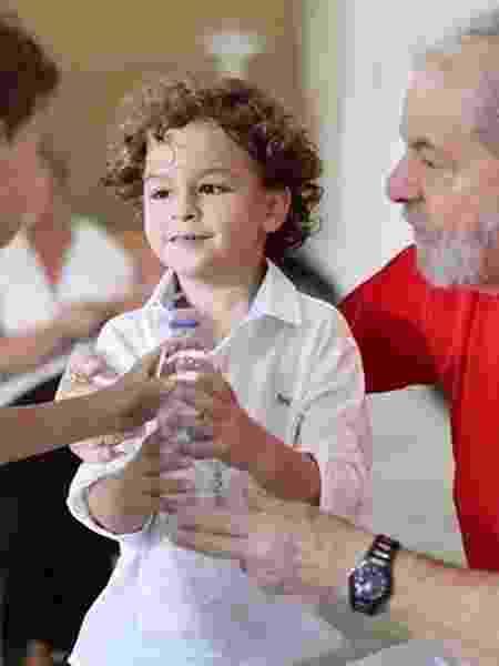 Lula e seu neto, Arthur, que faleceu hoje em São Paulo - Reprodução