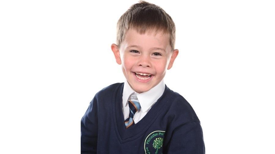 Oscar Saxelby-Lee está internado após diagnóstico de leucemia rara - Divulgação/Hospital Infantil de Birmingham