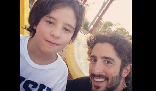 27.dez.2015 - Em um post no Facebook, o apresentador Marcos Mion revelou detalhes da convivência com seu filho Romeo, de 9 anos, que tem autismo. Iniciando o texto dizendo que se tratava de uma