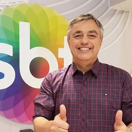 O jornalista Ricardo Vidarte na redação no estúdio do SBT - Divulgação/SBT