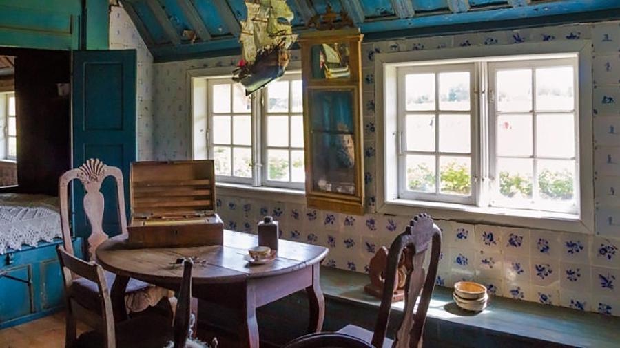Uma sala que recria o ambiente típico dos lares tcheco-eslovacos na década de 1960 e 1970 auxilia pacientes com Alzheimer a se recuperar de cirurgias em hospital da cidade de Vitkovice - Reprodução/EFE
