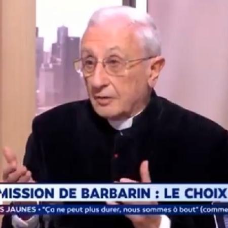 Abade Alain de La Morandais durante entrevista na França - Reprodução/Twitter