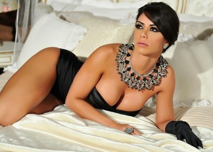 """29.mai.2013 - Graciella Carvalho, eleita Miss Bumbum 2011, mostrou o corpo sarado em um ensaio de lingerie chique. Os cliques foram feitos por Vanessa Dalceno. A beldade é apresentadora do programa """"Malícia"""", do canal pago Multishow"""
