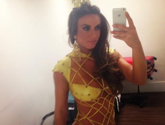 29.jul.2013 - A modelo Nicole Bahls postou no Instagram uma foto com um visual ousado que quase deixou suas partes íntimas à mostra. Nicole usou um maiô de rede e um tapa-sexo, mas por pouco o ângulo mostrado não revelou demais