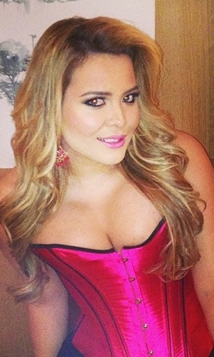 "30.jul.2013 - A modelo Geisy Arruda posou de forma sensual no Instagram nesta terça (30). ""Gravando linda e loira... corselete bafônico"""