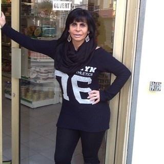 16.nov.2013 - Gretchen não morreu. Na noite da última sexta-feira (15), uma série de boatos surgiram na internet falando que a rainha do bumbum havia morrido. No entanto, a mãe de Thammy concedeu uma entrevista ao Ego comentando a história: