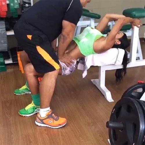 8.jan.2013 - Amante da academia, Gracyanne Barbosa costuma divulgar fotos dos treinos aos seguidores no Instagram. Desta vez, a mulher de Belo gerou comentários após exibir um treino curioso com seu personal trainer: