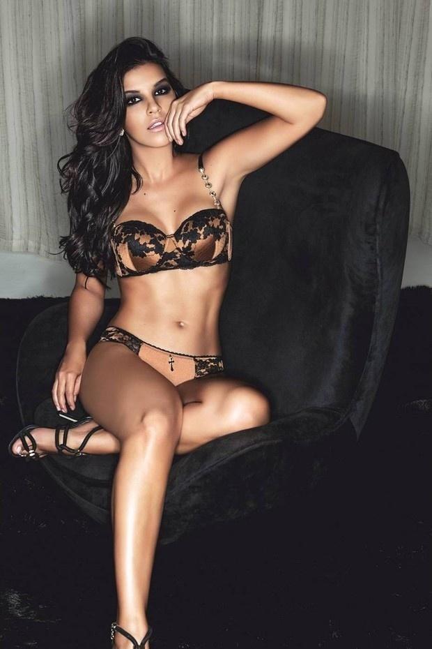 21.jan.2014 - A atriz Mariana Rios mostrou sua sensualidade em uma campanha publicitária para uma marca de lingerie. Atualmente, ela está no ar na novela