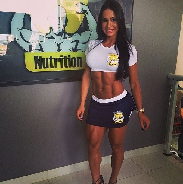22.mar.2014 - Gracyanne Barbosa exibiu o corpo em evento de suplementos alimentares e agradeceu os internautas.