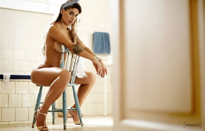 24.mai.2014 - A ex-BBB Vanessa exibe as curvas em ensaio nu para o site Paparazzo e revela preferências na intimidade: