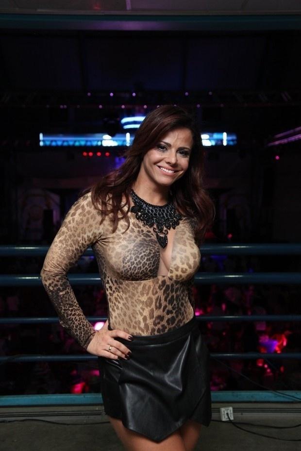 Confira fotos da modelo e atriz Viviane Araújo - BOL Fotos - BOL Fotos eff78209a1