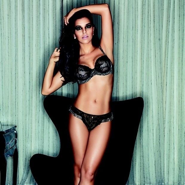 26.mai.2014 - A atriz Mariana Rios mostrou que está com em dia com a balança ao postar uma foto de lingerie em sua conta no Instagram. A atriz posou vestindo uma peça da própria grife.