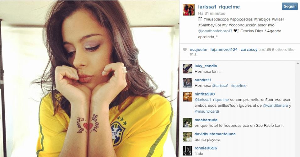 9.jun.2014 - Larissa Riquelme, que fez sucesso após ser eleita a musa da Copa de 2010, está no Brasil para assistir aos jogos do Mundial. Nesta semana, a paraguaia posou com a blusa da seleção brasileira. #musadacopa #apocosdias #trabajos #Brasil #SambayGol #tv #coconducción amor mío @jonathanfabbro17 Gracias Dios..! Agenda apretada..!!