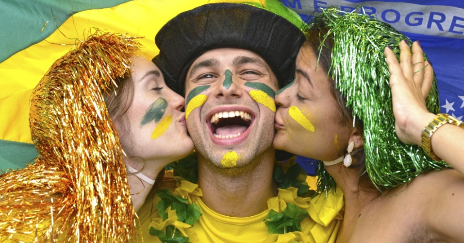Torcedores; Copa 2014; casal torce pelo Brasil; beijo; amizade; amigos; comportamento; futebol; brasileiros; comemoram; torcedores; torcida