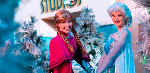 """Atrizes interpretam as personagem Anna e Elsa, de """"Frozen"""", na Disney - Divulgação"""