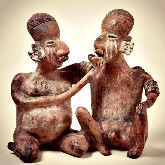 7.out.2014 - Em muitos casos, o erotismo popular tende a representações idílicas. Esta imagem representa um casal de índios é um exemplo