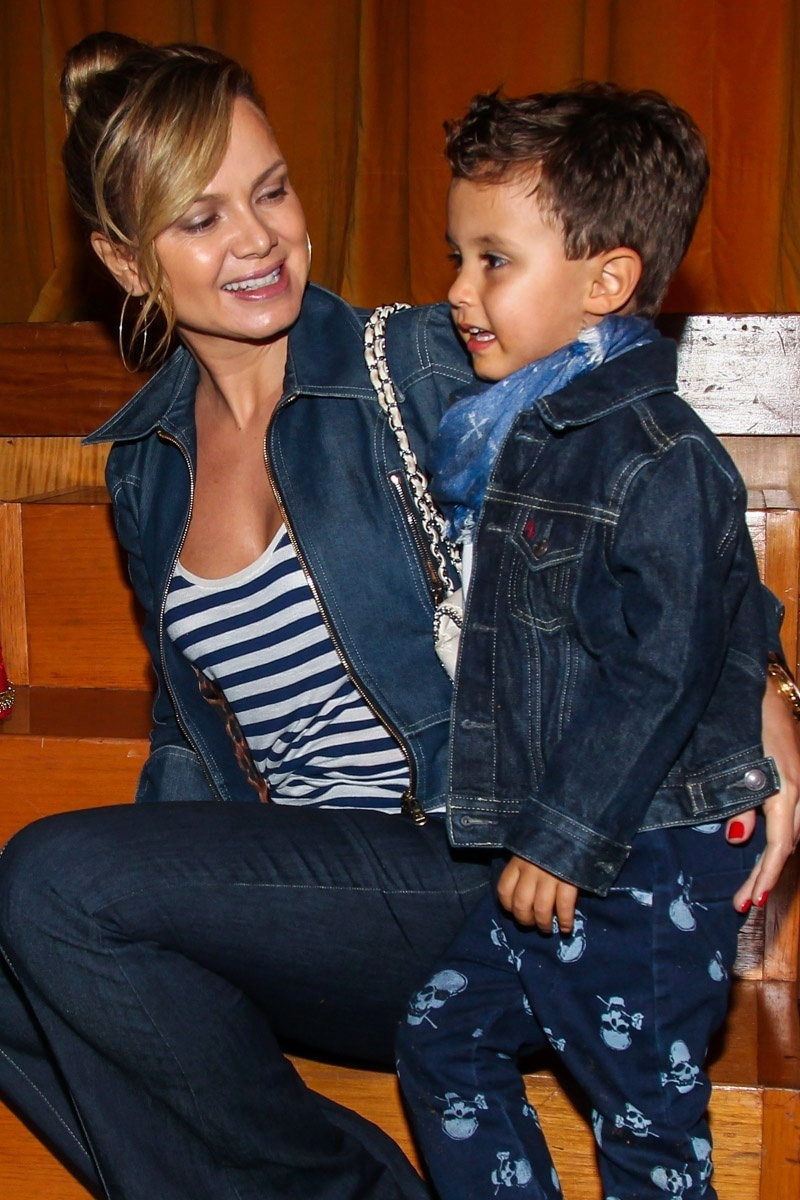 11.abr.2015 - A apresentadora Eliana levou o pequeno Arthur - fruto do relacionamento com João Marcelo Bôscoli - para assistir ao espetáculo infantil