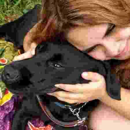 Carla Chierosa é estudante e aguardou três anos para ter Buster como cão-guia - Arquivo Pessoal
