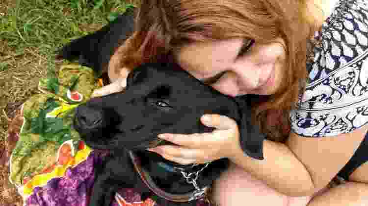 Carla e seu cão guia, Buster  - Arquivo Pessoal
