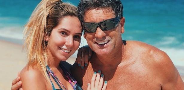 Renato respondeu a perguntas da filha, Carol Portaluppi, na praia do Rio