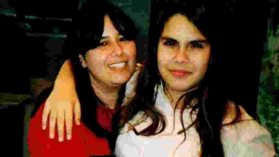 Carla (dir.) ao lado da mãe, Nice - Arquivo Pessoal