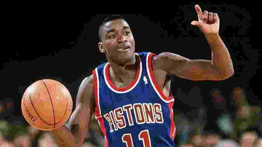 Isiah Thomas atuando pelo Pistons em sua época de jogador da NBA - Reprodução/NBA.com