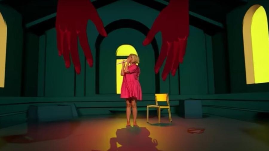 Cantora apresentou seu single de forma remota, mas usou recursos de interação  - Reprodução / Youtube