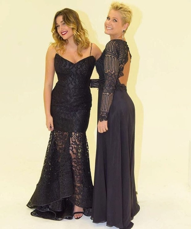 7.jun.2016 - A estilista Martha Medeiros divulgou em seu Instagram s vestidos feitos para Sasha e Xuxa Meneghel para a formatura da jovem