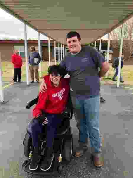 Brandon e Tanner no colégio Caddo Hills de Arkansas, nos EUA - Reprodução/Facebook