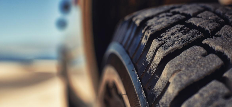 Pneus são o único e estreito vínculo entre o veículo e o solo e também vão seguir ganhando tecnologias nos próximos anos - Getty Images