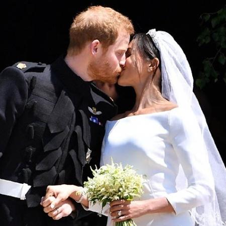 O príncipe Harry e Meghan Markle se beijam após o casamento, em maio - Getty Images