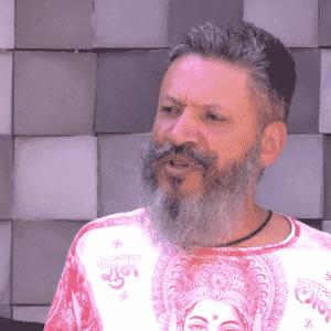 16.mai.2016 - O ex-BBB Laércio de Moura foi detido em Curitiba, na manhã desta segunda-feira (16), sob a suspeita de estupro de vulnerável e de oferecer bebida alcoolica a menores. A informação foi confirmada ao UOL pela assessoria de imprensa da Polícia Civil do Paraná. A detenção do ex-BBB aconteceu por conta de uma ação do Núcleo de Proteção à Criança e ao Adolescente Vítimas de Crimes (Nucria). Ele foi detido em seu apartamento, no bairro do Batel. - Reprodução/TV Globo