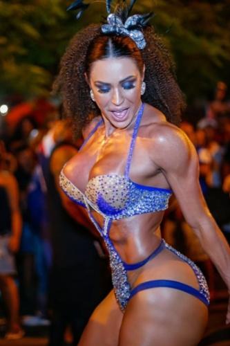 Gracyanne Barbosa em bloco