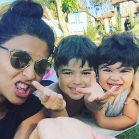 A super mamãe Juliana Paes com os filhos Pedro e Antônio - Reprodução/Instagram